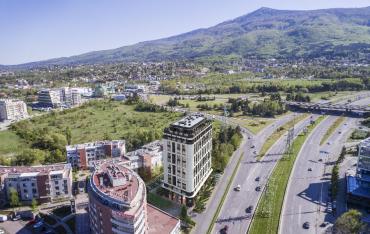 През месец  септември стартира строителството на луксозната жилищна сграда Виа  България.